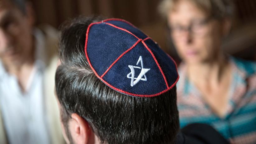 Antisemitismus: Die Zahl der antisemitischen Straftaten ist zuletzt stark gestiegen. Hier ist ein Berliner Jude bei einem Prozess gegen einen antisemitischen Gewalttäter zu sehen.