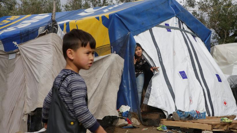 Jean Ziegler: Ein Junge nahe des offiziellen Flüchtlingslagers Moria auf Lesbos