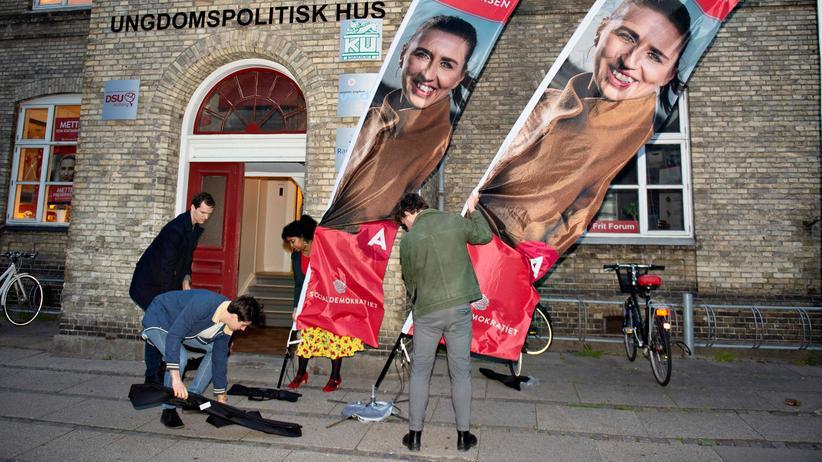 Dänemark: Vorberbeitungen für den Besuch von Mette Frederiksen, Parteichefin der dänischen Sozialdemokraten, am 1. Mai in Aalborg. Am 4. Juni wählt Dänemark ein neues Parlament.