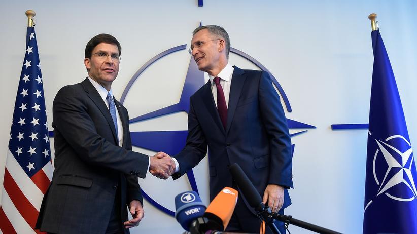 Mark Esper : Der designierte US-Verteidigungsminister Mark Esper (l.) und Nato-Generalsekretär Jens Stoltenberg in Brüssel
