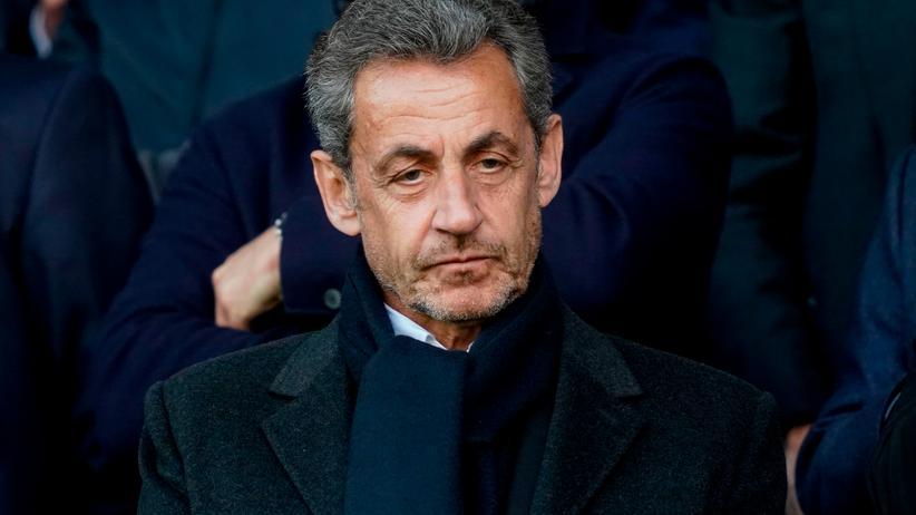 Frankreich: Der ehemalige französische Präsident Nicolas Sarkozy während eines Fußballspiels in Paris im Mai 2019