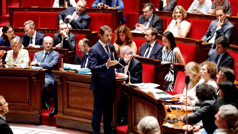 Klimaneutralität: In der Nationalversammlung in Frankreich (mit Innenminister Christophe Castaner)