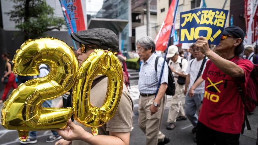 G20: Fünf Tage vor Beginn des G-20-Gipfels in Osaka: Demonstranten protestieren gegen das Treffen.