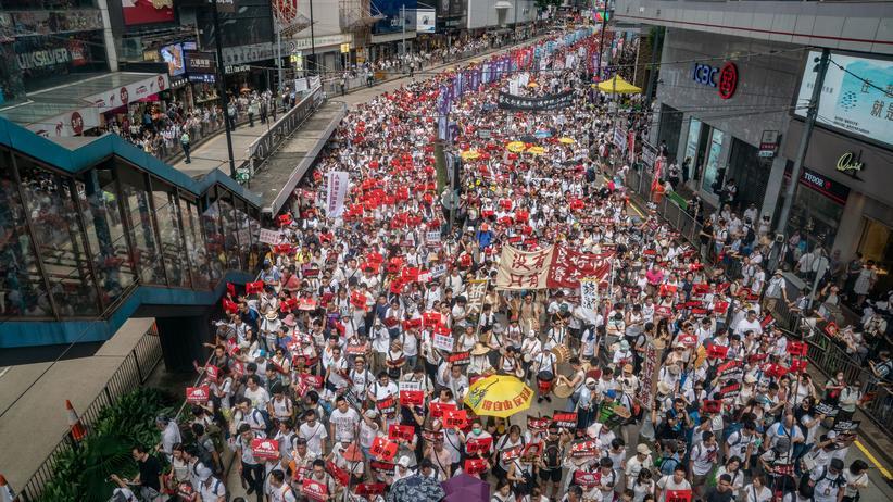 Massenproteste: Protestzug in Hongkong gegen das geplante Auslieferungsgesetz
