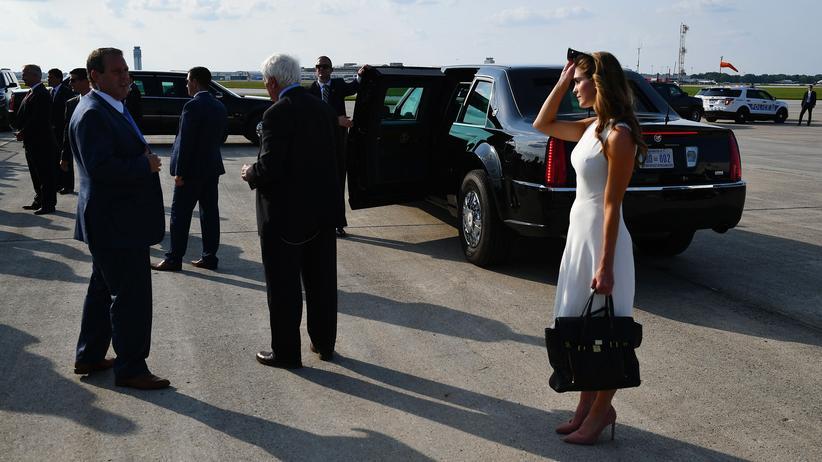 Russland-Ermittlungen: Die ehemalige Kommunikationschefin des Weißen Hauses  Hope Hicks bei ihrer Ankunft am Flughafen in Columbus.