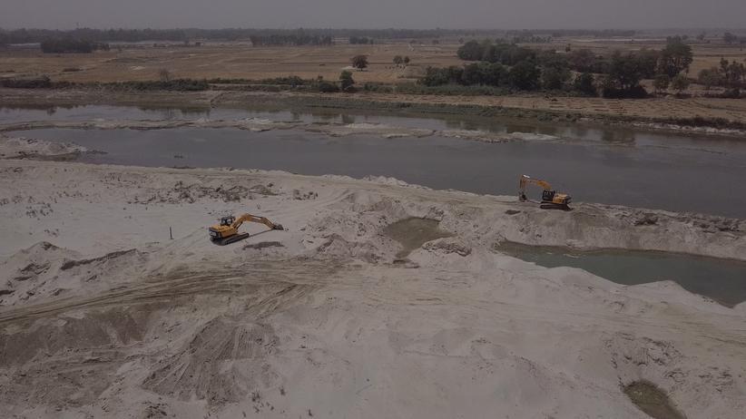 Indien: Im Flussbett des Garra wird illegal Sand abgebaut.