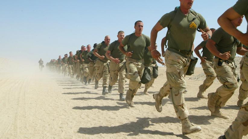 Iran-Konflikt: US-Marinesoldaten im März 2003 nahe der irakischen Grenze in Kuwait