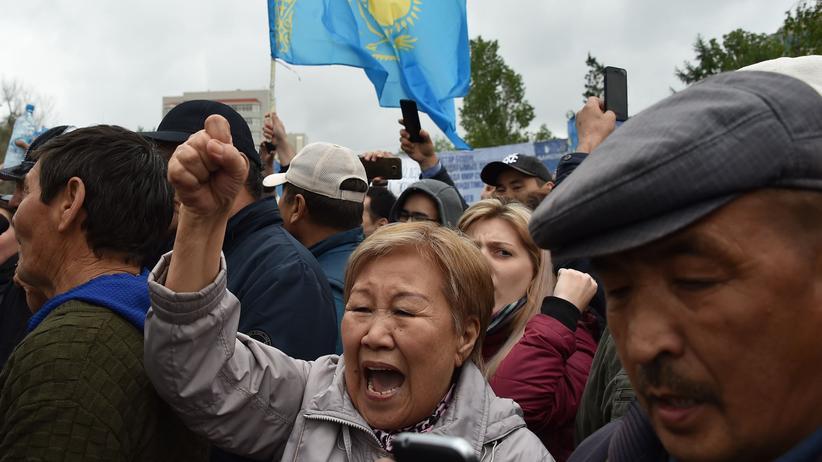 Kasachstan: Hunderte Festnahmen bei Protesten am Wahltag