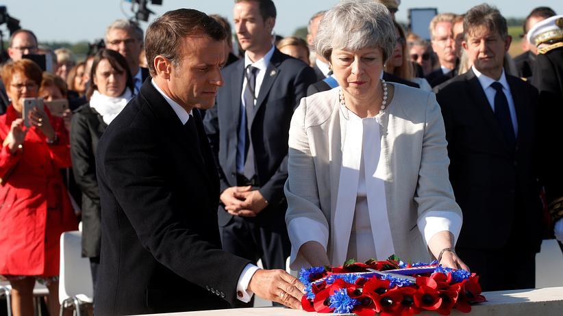 75 Jahre D-Day: May und Macron legen Grundstein für D-Day-Denkmal in der Normandie