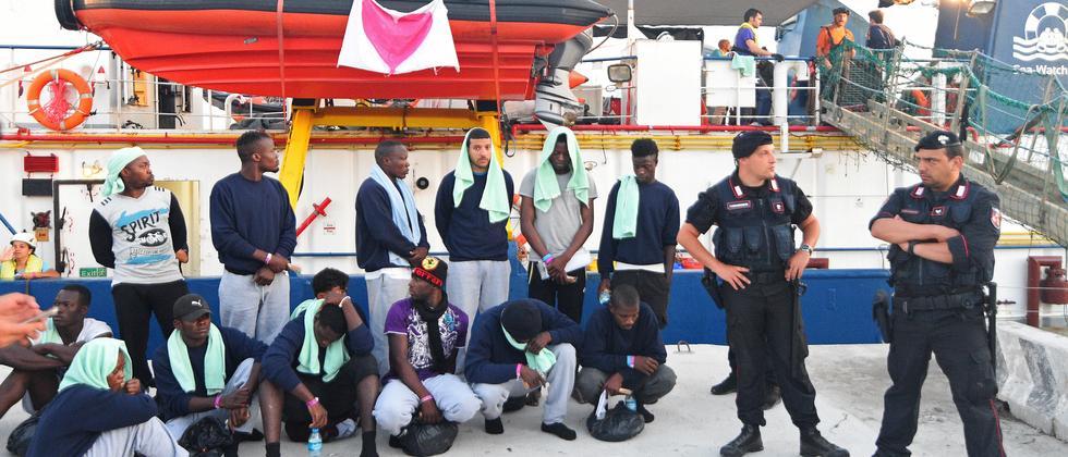 Seenotrettung: Jan Böhmermann und Klaas Heufer-Umlauf starten Spendenaufruf