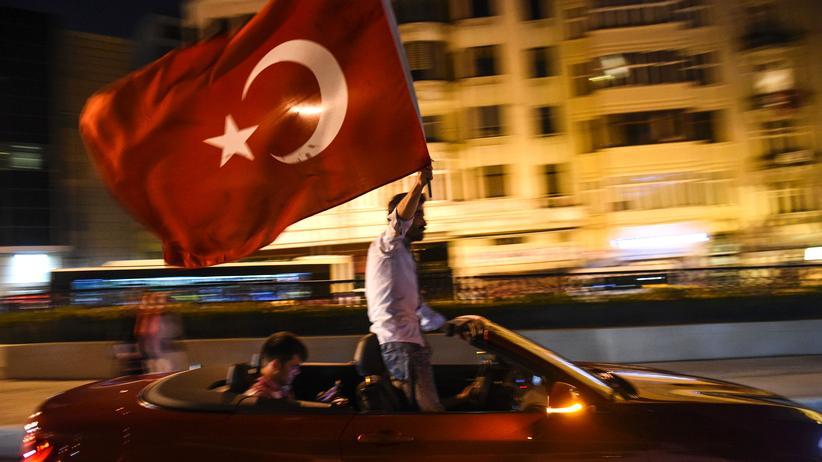 Türkei: Lebenslange Haftstrafe für 47 Menschen wegen Putschversuchs
