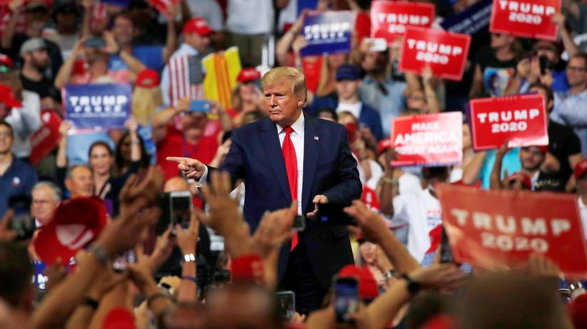 """USA: Donald Trump ruft im Wahlkampf gegen """"zerstörerische Demokraten"""" auf"""