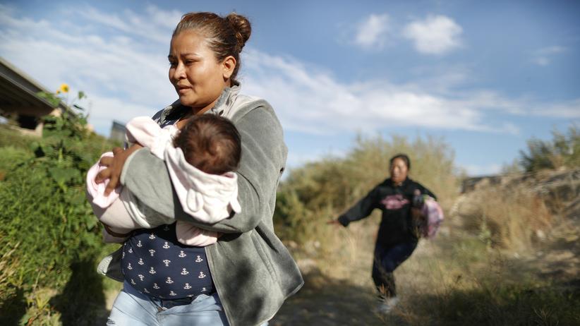 Zollstreit: Nancy Pelosi kritisiert verschärfte Asylpolitik