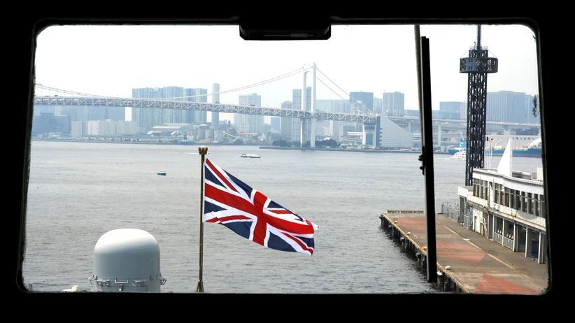 """Iran-Konflikt: Schiffe der Marine, wie die """"HMS Albion"""", sollen künftig britische Frachter im Persischen Golf eskortieren."""