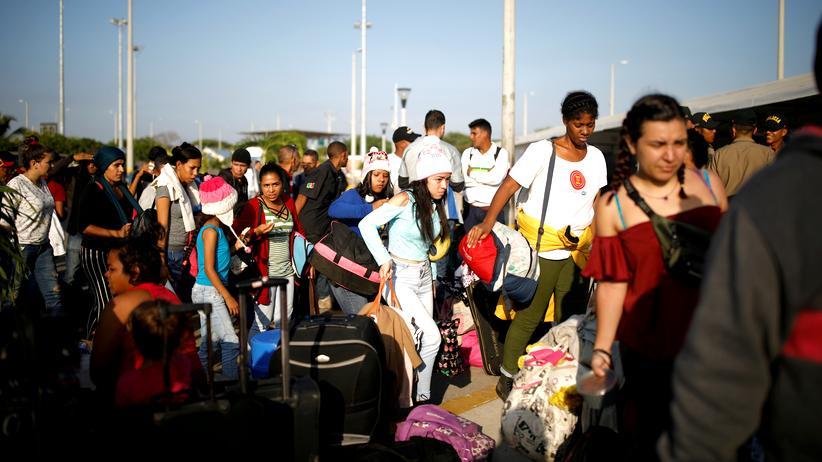 Flüchtlingshilfe: Flüchtlinge aus Venezuela an der ecuadorianisch-peruanischen Grenze