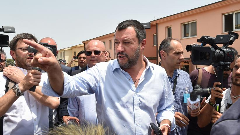Flüchtlingsverteilung: Italiens Innenminister Matteo Salvini besucht das Flüchtlingslager Cara di Mineo in Sizilien.