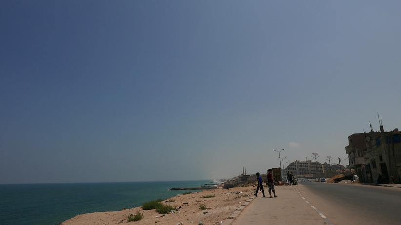 Gaza strip: The sea on the left, the edge of Gaza City. Israel lies straight ahead.
