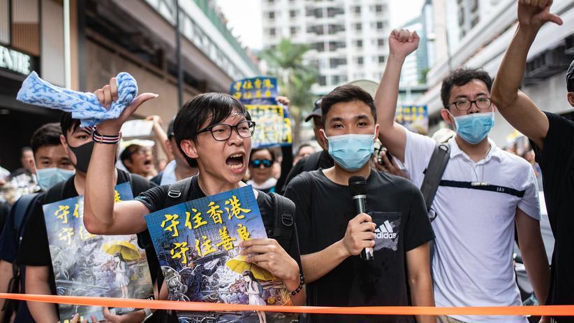 """Massenproteste: """"Carrie Lam, fahr zur Hölle"""""""
