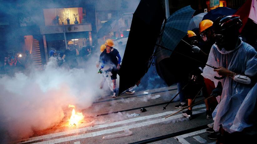 Hongkong: Demonstrierende und Polizei treffen bei Protesten in Hongkong aufeinander.