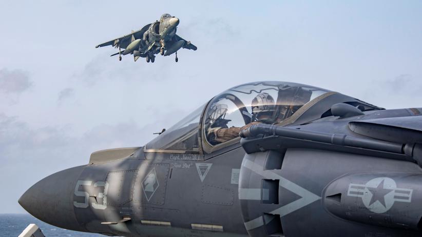 Iran-Krise: Ein US-Kampfflieger im Anflug auf einen Flugzeugträger im Arabischen Meer