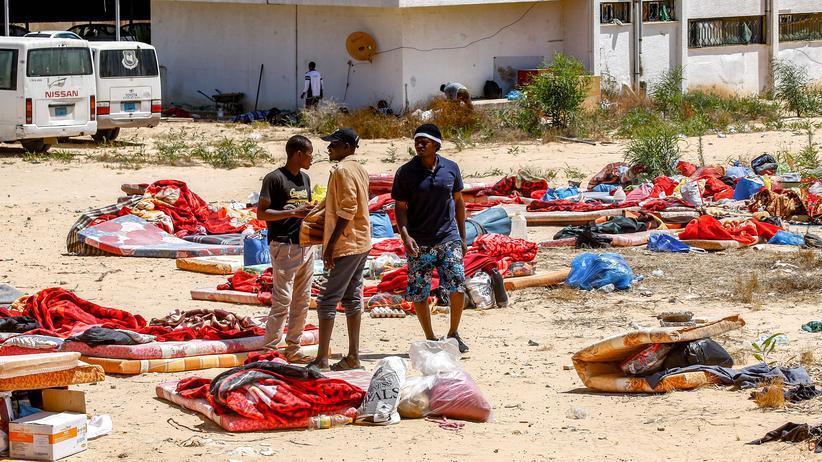 Angriff auf Migranten: Migranten in einem Lager in der libyschen Hauptstadt Tripolis
