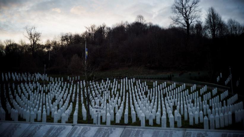 Srebrenica: Grabsteine nahe Srebrenica
