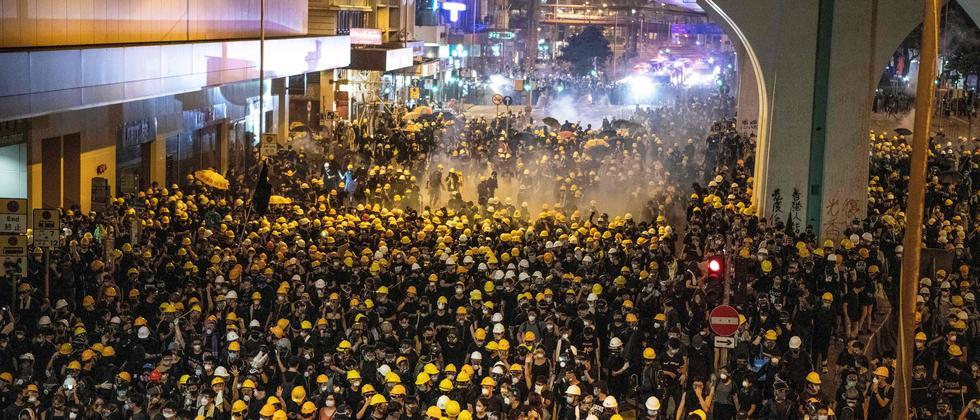 Massenproteste: Ausschreitungen nach Demonstrationen in Hongkong