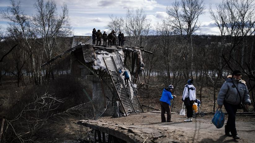 Ostukraine: Diese Brücke zwischen den Regierungs- und Separatistengebieten soll repariert werden.