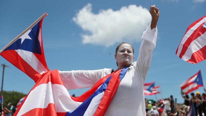 Ricardo Rosselló: Protestierende blockieren eine wichtige Autobahn der Hauptstadt San Juan in Puerto Rico.