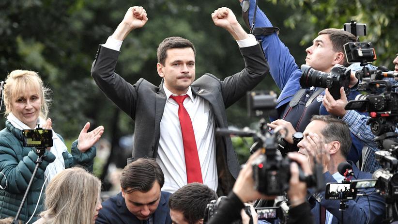 Russland: Oppositionspolitiker Ilja Jaschin während einer Rede am Montag in Moskau