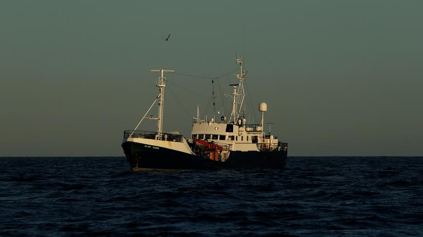 "Sea-Eye: ""Alan Kurdi"" nimmt erneut Migranten an Bord"