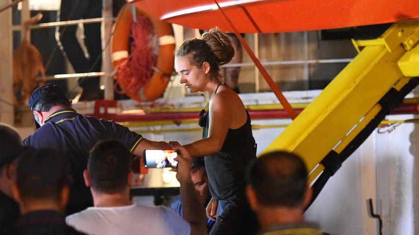 Sea-Watch: Carola Rackete bei ihrer Festnahme in Lampedusa