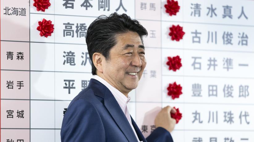 Japan: Ministerpräsident Shinzo Abe verfehlt Zweidrittelmehrheit
