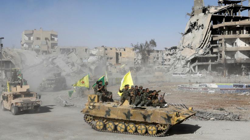 Islamischer Staat: Kämpfer der Syrischen Demokratischen Kräfte haben die Stadt Rakka zurückerobert (Archiv).