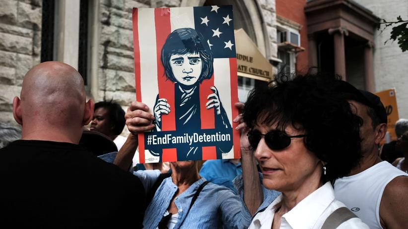 US-Präsident Donald Trump: Teilnehmer einer Kundgebung in New York protestieren gegen die Situation in den Lagern für Migranten.