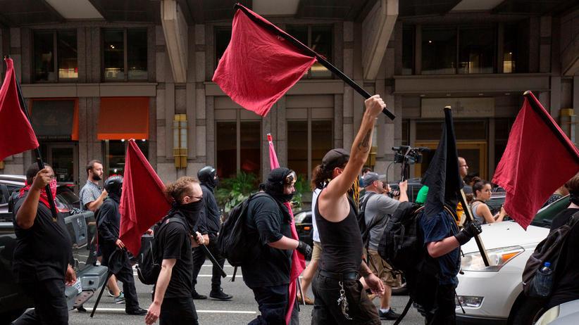 USA: Demonstration der Antifa in Washington am 6. Juli während einer Kundgebung der Bewegung Alt-Right
