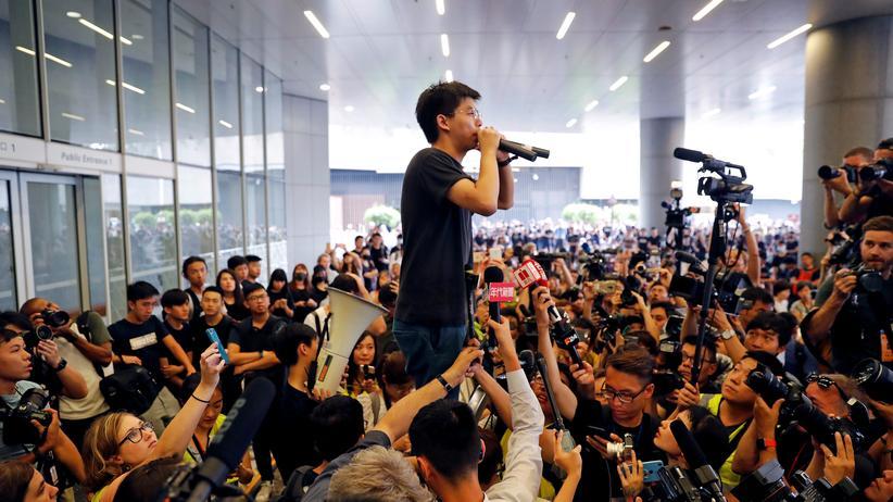 """China droht Aktivisten indirekt mit """"gewaltsamem Vorgehen"""""""