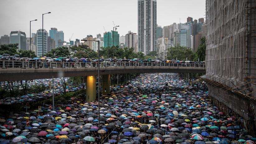 Demonstrationen: Hunderttausende demonstrieren in Hongkong für mehr Demokratie