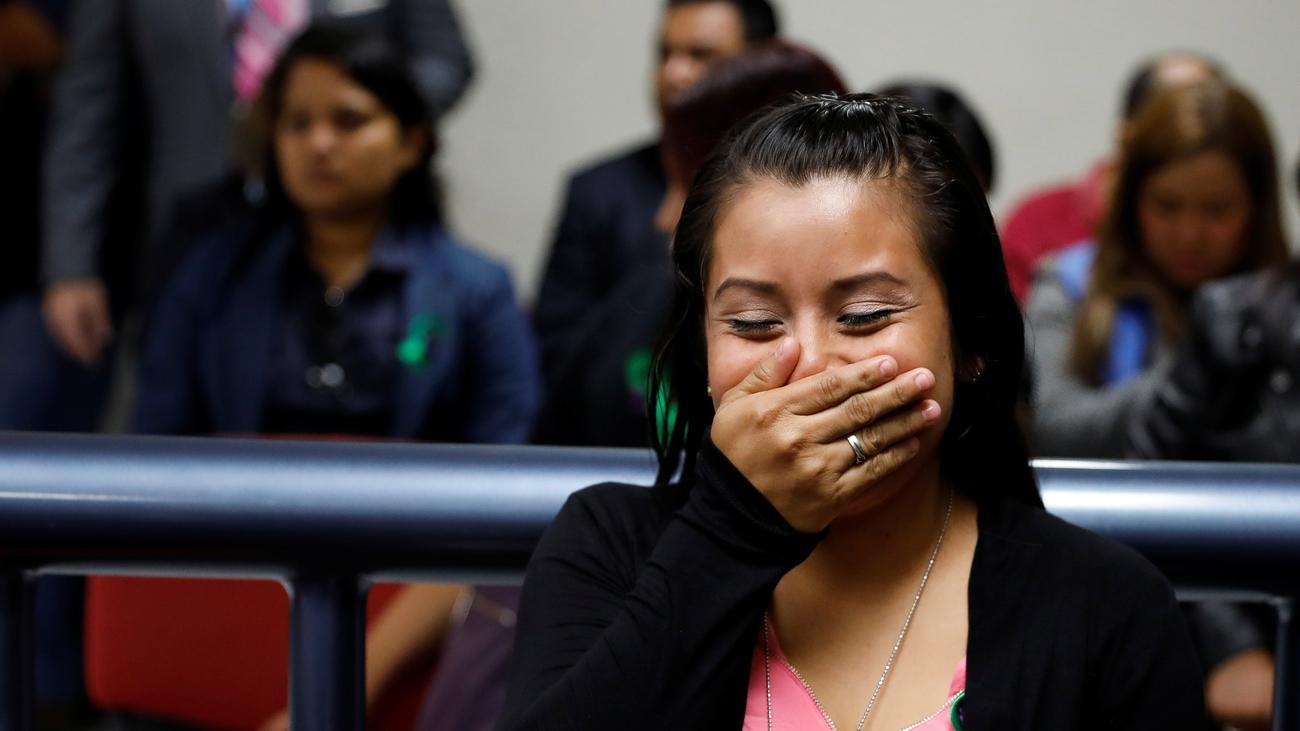 El Salvador: Nach Totgeburt des Mordes angeklagte Frau freigesprochen
