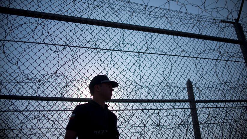 Flüchtlingspolitik: Ein bulgarischer Grenzer