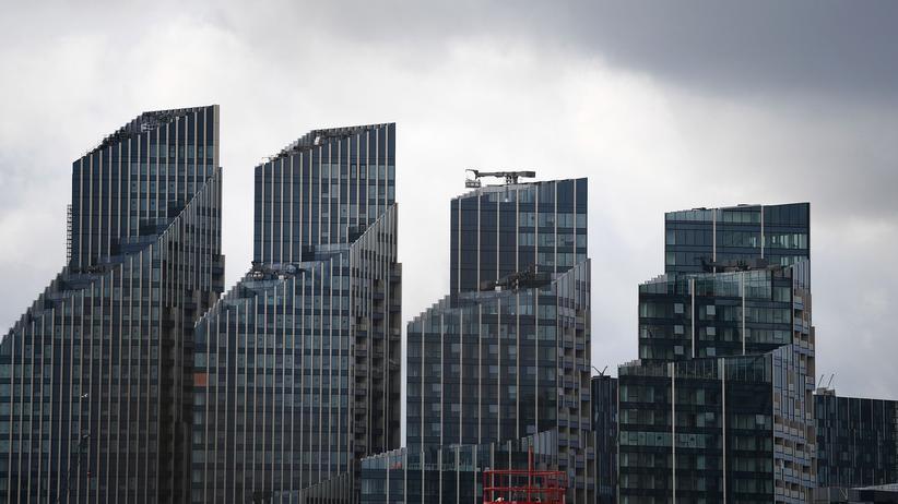 Großbritannien: Bauprojekte an der Themse in London – in Großbritannien ist die Wirtschaft um 0,2 Prozent gesunken, die Bauwirtschaft gab im zweiten Quartal sogar um 1,3 Prozent nach.