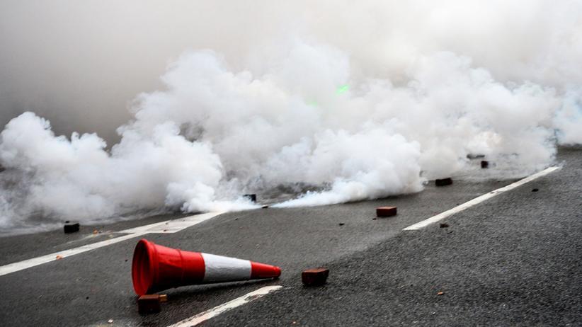 Hongkong: Rauch von Tränengasgranaten während einer Demonstration am 25. August in Hongkong