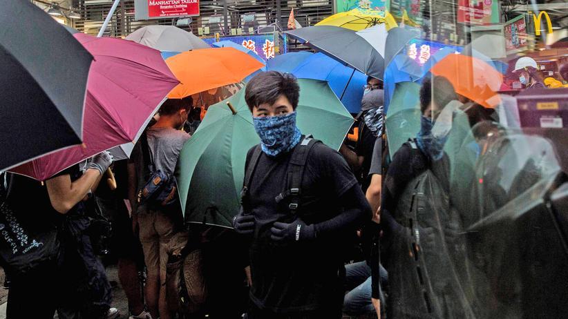 Hongkong: Demonstrierende errichten Barrikaden