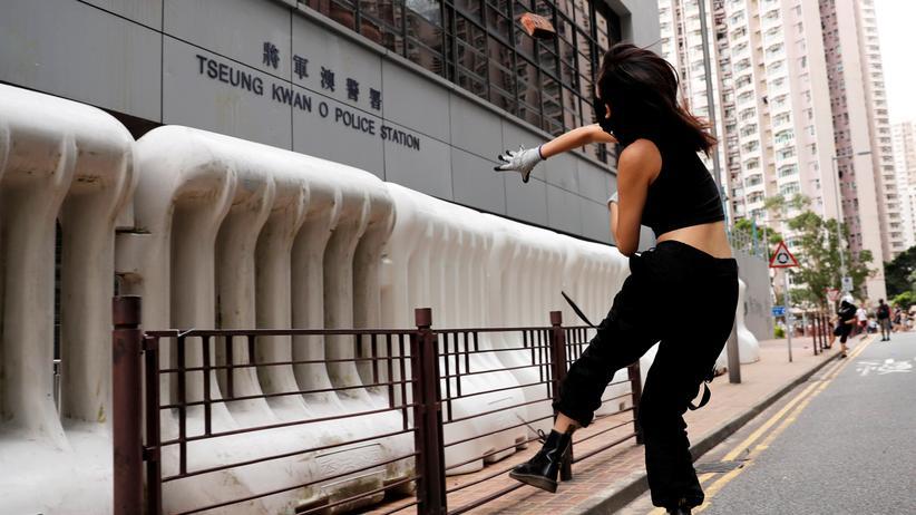 """Hongkong: Regierung warnt vor """"sehr gefährlicher Situation"""""""