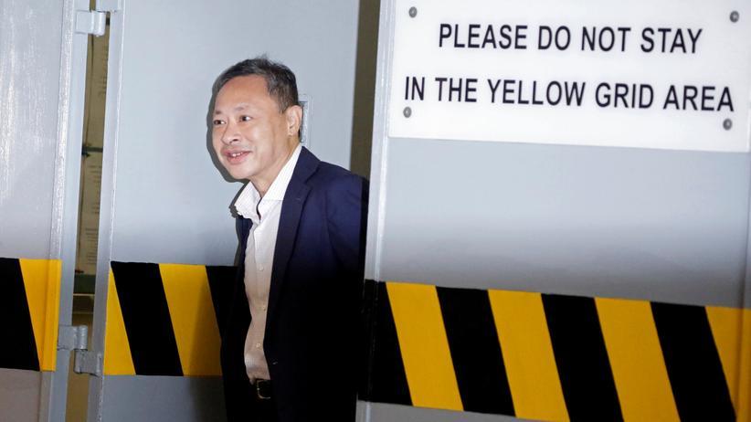 Hongkong: Benny Tai verlässt nach seiner Freilassung aus der Haft das Gerichtsgebäude.
