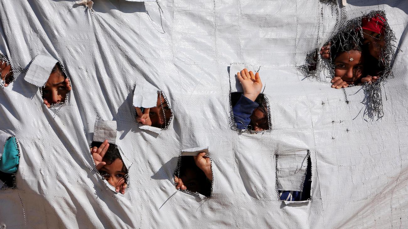 Islamischer Staat: Bundesregierung holt erstmals IS-Kinder aus Syrien zurück