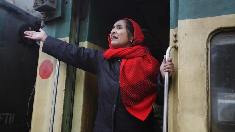 """Kaschmir-Konflikt: Der Samjhauta-Express, auch """"Friedenszug"""" genannt, fährt üblicherweise zwei Mal in der Woche von der östlichen Stadt Lahore über den Wagah-Grenzübergang nach Neu-Delhi."""