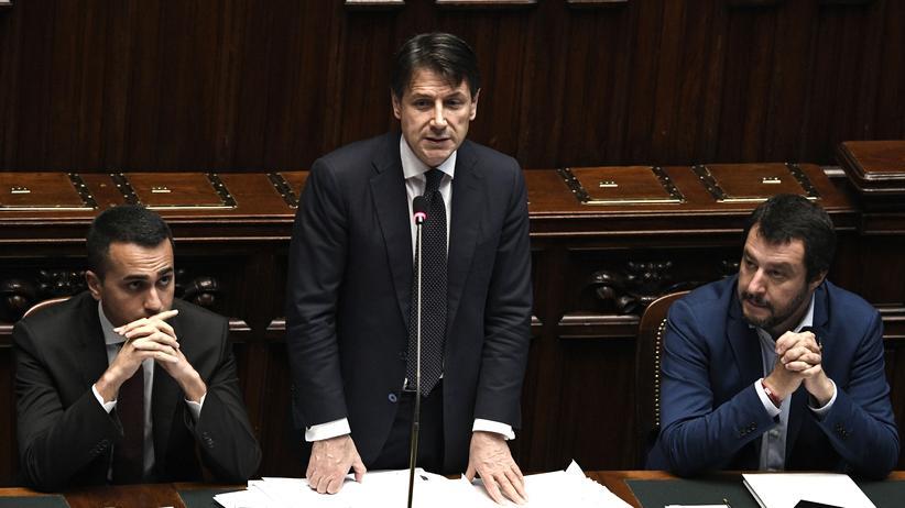 Matteo Salvini: Die Zeit dieser Regierung ist vorbei: Premierminister Giuseppe Conte (Mitte), umringt von seinen Stellvertretern Luigi Di Maio (links) und Matteo Salvini (rechts).