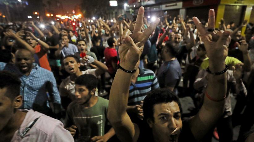 Ägypten: Dem Aktivisten Alaa Abd El-Fattah wird vorgeworfen, im Zentrum Kairos zu Demonstrationen gegen die ägyptische Regierung aufgerufen zu haben.