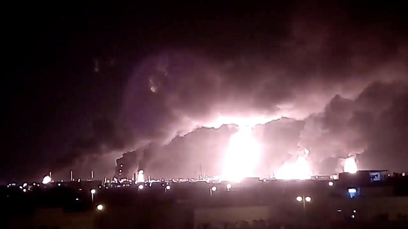 Drohnenangriff: Nach dem Drohnenangriff ist auf dem Ölfeld und der Ölverarbeitungsanlage eine Feuer ausgebrochen.